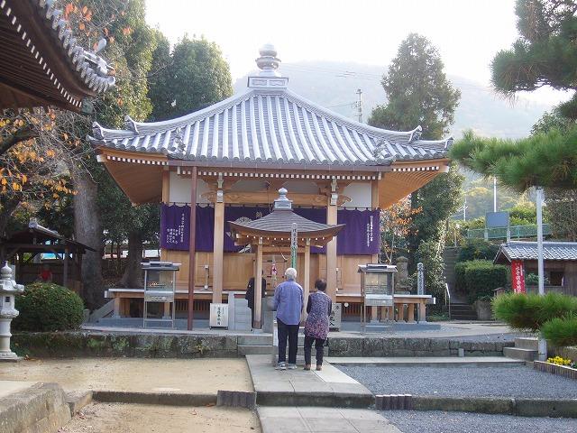 曼荼羅寺の左側に 26.11.29