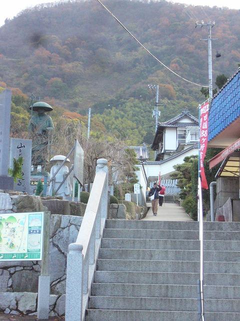 出釈迦寺入り口階段 26.11.29