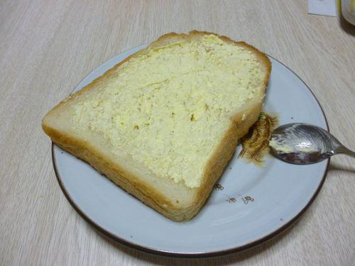 バナナクリームを塗った食パン