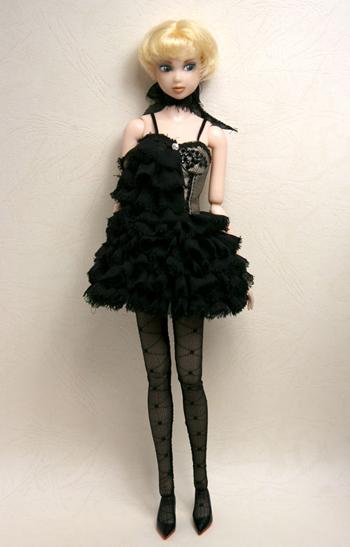 crow_dress01s.jpg