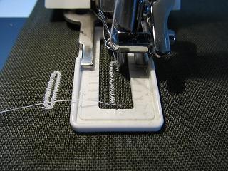 縫ってるとこ