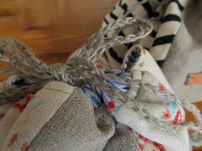 リネン糸で鎖編み。
