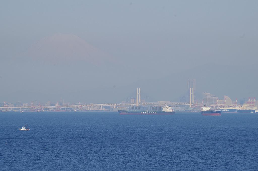 海ほたるから横浜ベイブリッジ、みなとみらい、そしてうっすらと富士山