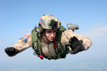 0420-0906-2913-4845_skydiver_freefalling_through_the_air_o_convert_20130108013823.jpg