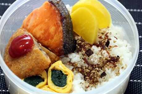 鮭コロ弁当2