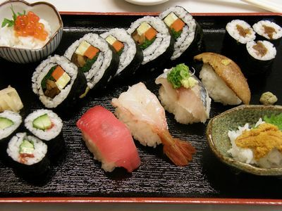 お寿司盛り合わせ