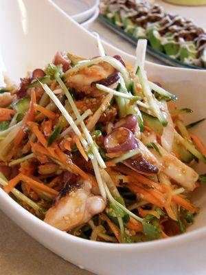 タコと野菜の韓国風サラダ