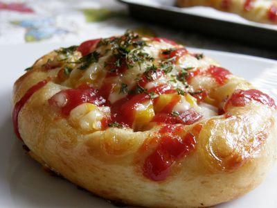 サラミとコーンの総菜パン