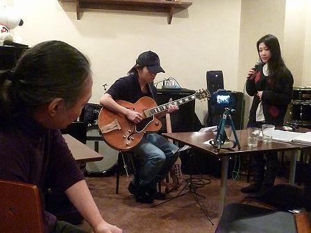 受講者同士のセッションを聴くg村山義光講師