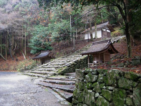 日吉・金大巌への山道02