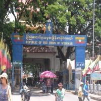 ミャンマー国境門