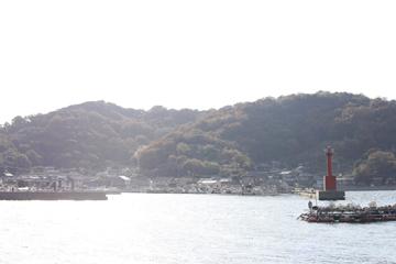 日が暮れだす本浦港。