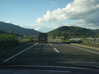 富良野を後にし、玉ねぎ運搬車の後ろからいざサッポロへ