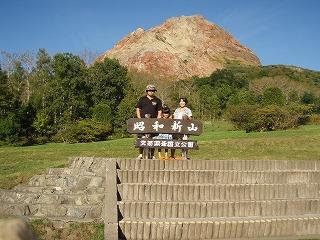 昭和新山をバックに