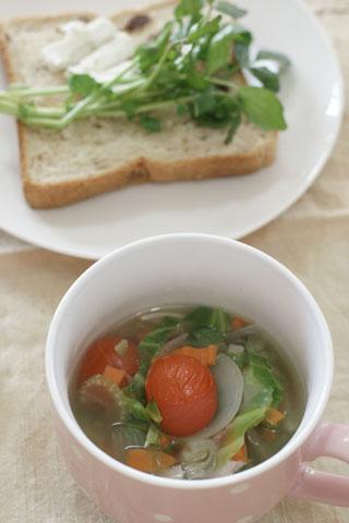 クレソンサンドと野菜スープ