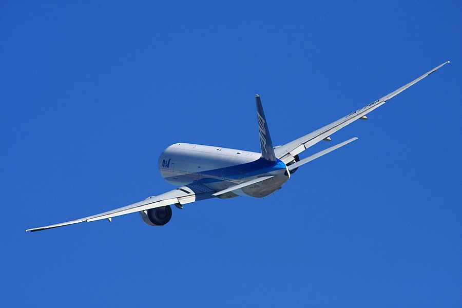 ANA B777-381ER ANA2176@RWY14Rエンド猪名川土手(by EOS 40D with SIGMA APO 300mm F2.8 EX DG/HSM + APO TC2x EX DG)