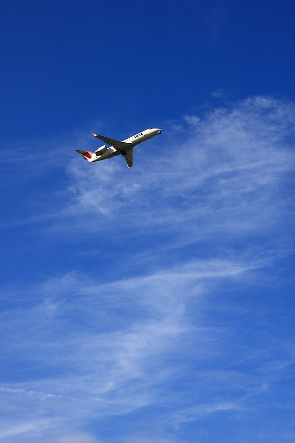 J-AIR CRJ-200ER JAL2051@下河原緑地展望デッキ(by EOS 40D with SIGMA 18-50mm F2.8 EX DC MACRO)