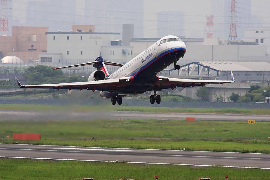 IBX CRJ-700 IBX51@下河原緑地展望デッキ(by EOS 40D with SIGMA APO 300mm F2.8 EX DG/HSM + APO TC2x EX DG)