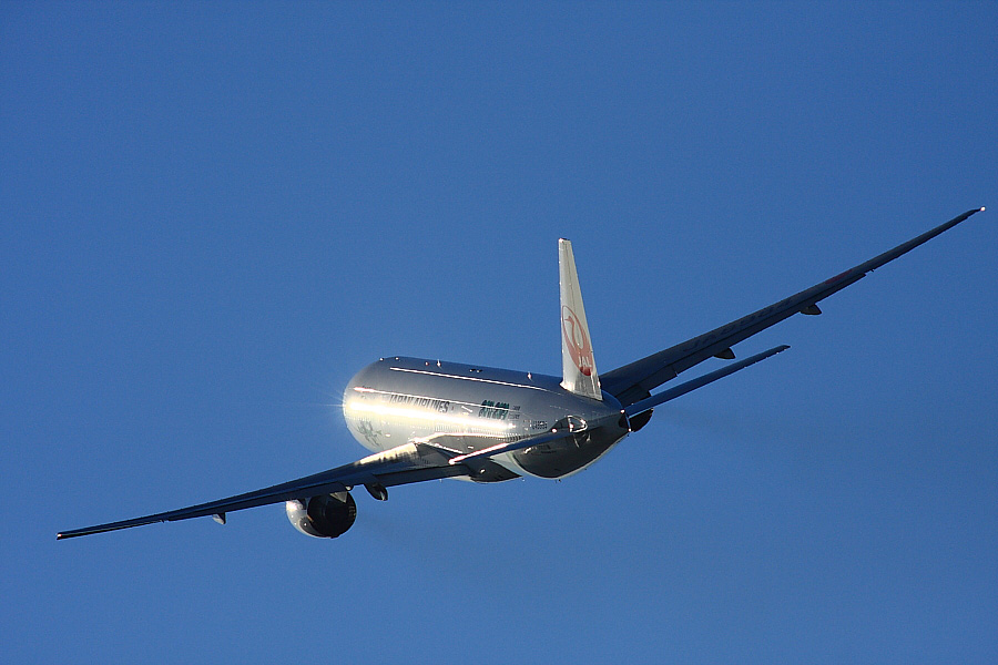 JAL B777-246 JAL128@RWY14Rエンド猪名川土手(by EOS 40D with SIGMA APO 300mm F2.8 EX DG/HSM + APO TC2x EX DG)