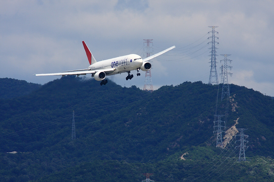 JAL B777-246 JAL111@リサイクルセンター周辺(by EOS 40D with SIGMA APO 300mm F2.8 EX DG/HSM + APO TC1.4x EX DG)