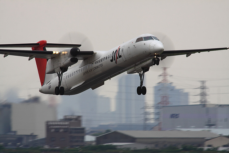 JAC DHC-8-402Q JAL2401@下河原緑地展望デッキ(by EOS 50D with SIGMA APO 300mm F2.8 EX DG/HSM + APO TC2x EX DG)