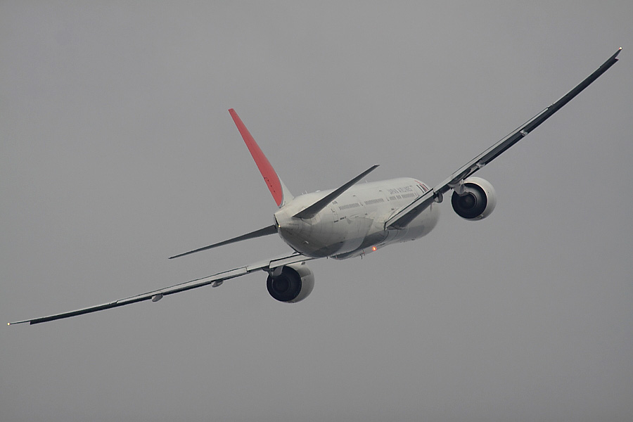 JAL B777-346ER JAL3002@下河原緑地展望デッキ(by EOS 50D with SIGMA APO 300mm F2.8 EX DG/HSM + APO TC2x EX DG)