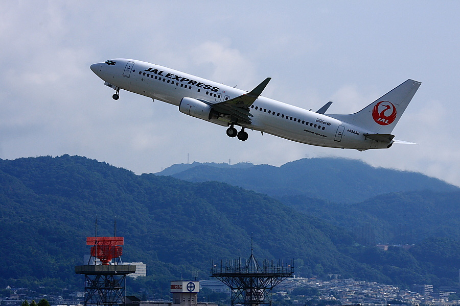 JEX B737-846 JAL3911@RWY14Rエンド猪名川土手(by EOS 40D with EF100-400mm F4.5-5.6L IS USM)