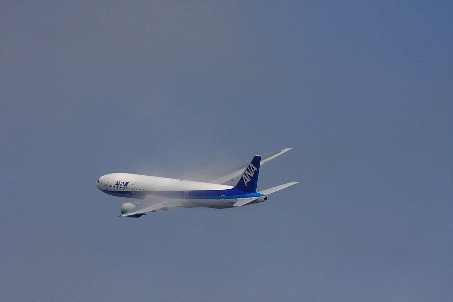 ANA B777-281 ANA771@RWY14Rエンド猪名川土手(by EOS 40D with SIGMA APO 300mm F2.8 EX DG/HSM + APO TC2x EX DG)
