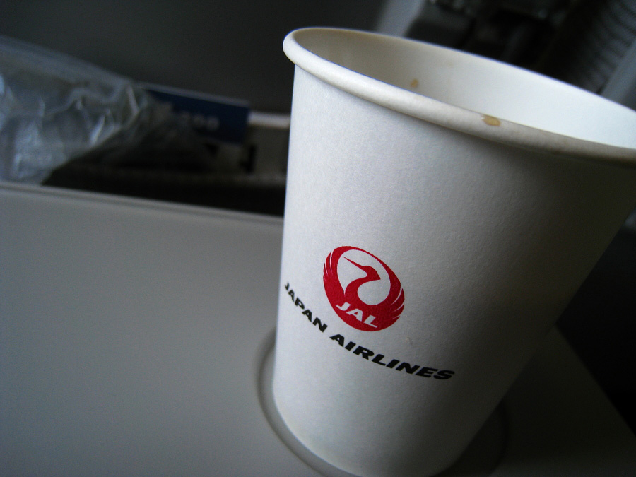 鶴丸コーヒーブレイク@JAL114 Seat51A(by IXY DIGITAL 910IS)