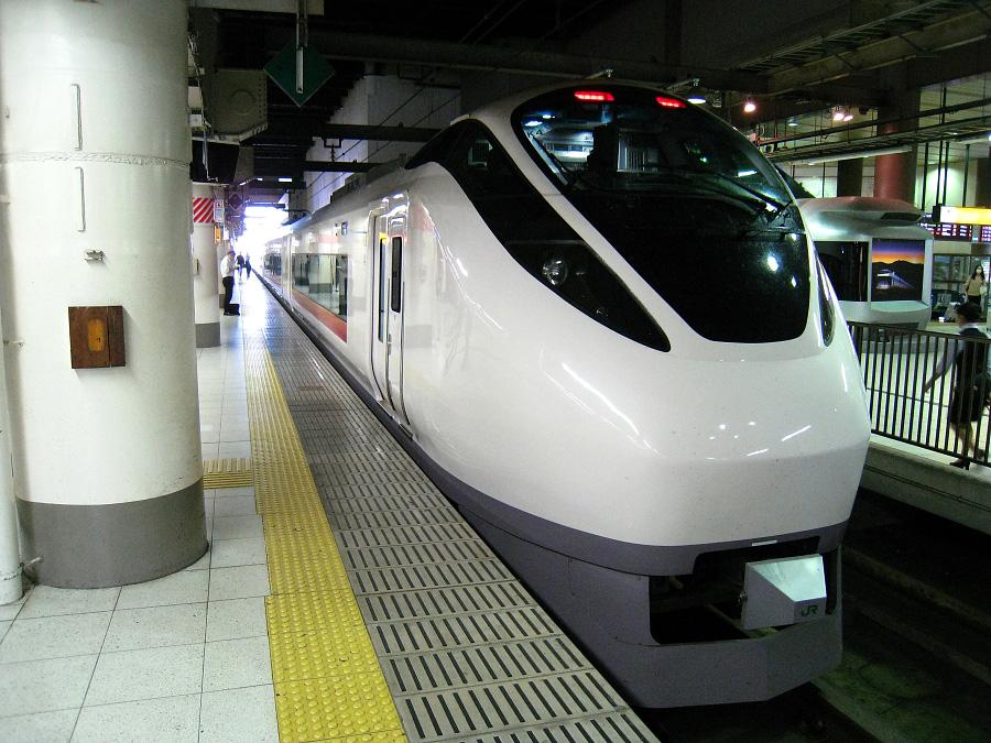 特急スーパーひたち30号@上野駅17番線(by IXY DIGITAL 910IS)