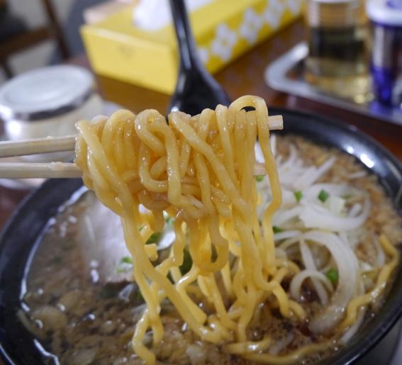 爆弾ラーメン麺