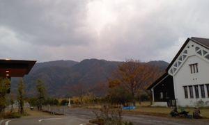 紅葉深まり過ぎた山々