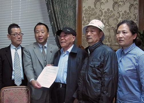 左から今野東参議院議員、大島九州男参議院議員(副幹事長)、胡賢忠さん、徐万智さん、王選さん