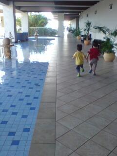 ホテル走り回る2