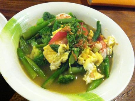 熱帯食堂アスパラと海老の炒め