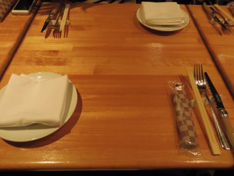 シャンパン食堂テーブル