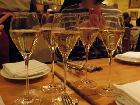 シャンパン食堂シャンパン