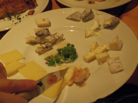 シャンパン食堂チーズ盛り合わせ
