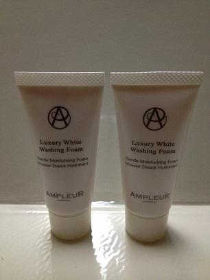アンプルール ラグジュアリーホワイト洗顔1