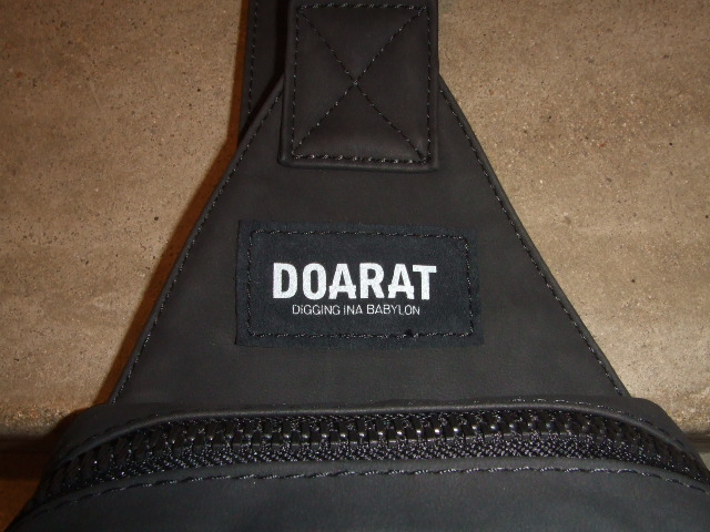DOARAT TWO TONE BODY BAG BLACK TG
