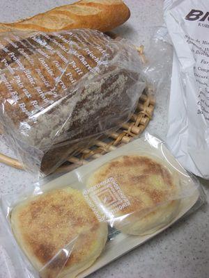 ビゴのパンと、紀ノ国屋のマフィン