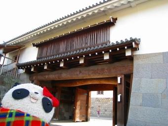 ばぶちゃん駿府城東御門にて02
