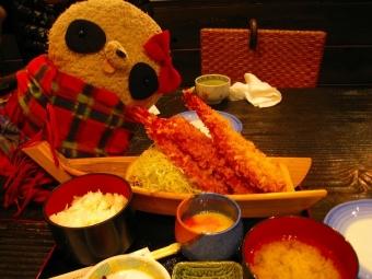 名物の海老フライ定食