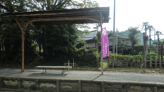 上総中野駅のホーム向かいにある民家