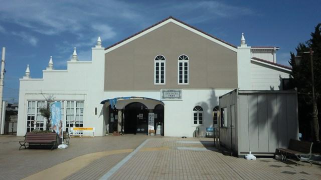 犬吠駅の駅舎と駅前広場