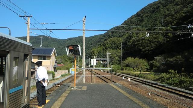 波久礼駅のプラットホーム
