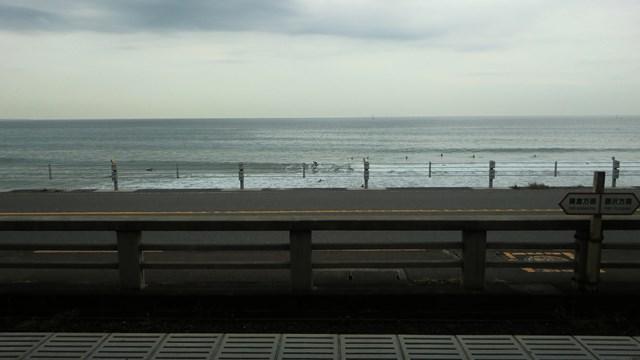鎌倉高校前駅のホームから眺めた相模湾