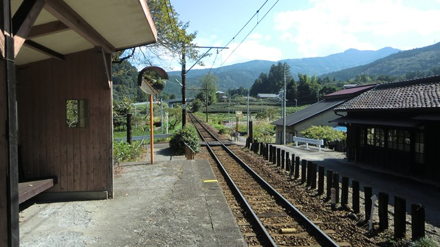 青部駅ホームから眺めた千頭方面の景色