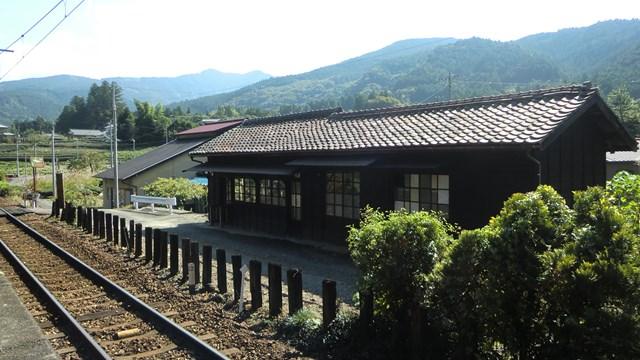 青部駅の駅舎