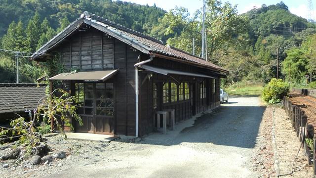 青部駅の木造駅舎